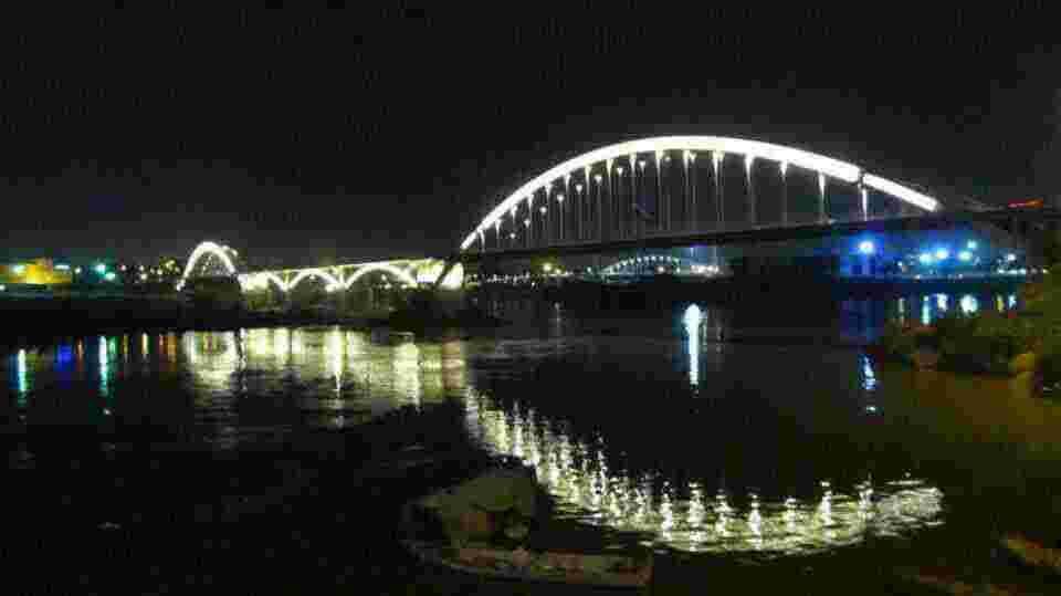نهر كارون في الليل