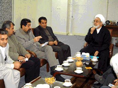 من اليمين: مهدي كروبي وجاسم شديدزاده ويوسف عزيزي وبهرام ولد بيكي وكمالي شباط - فبراير ٢٠٠٤